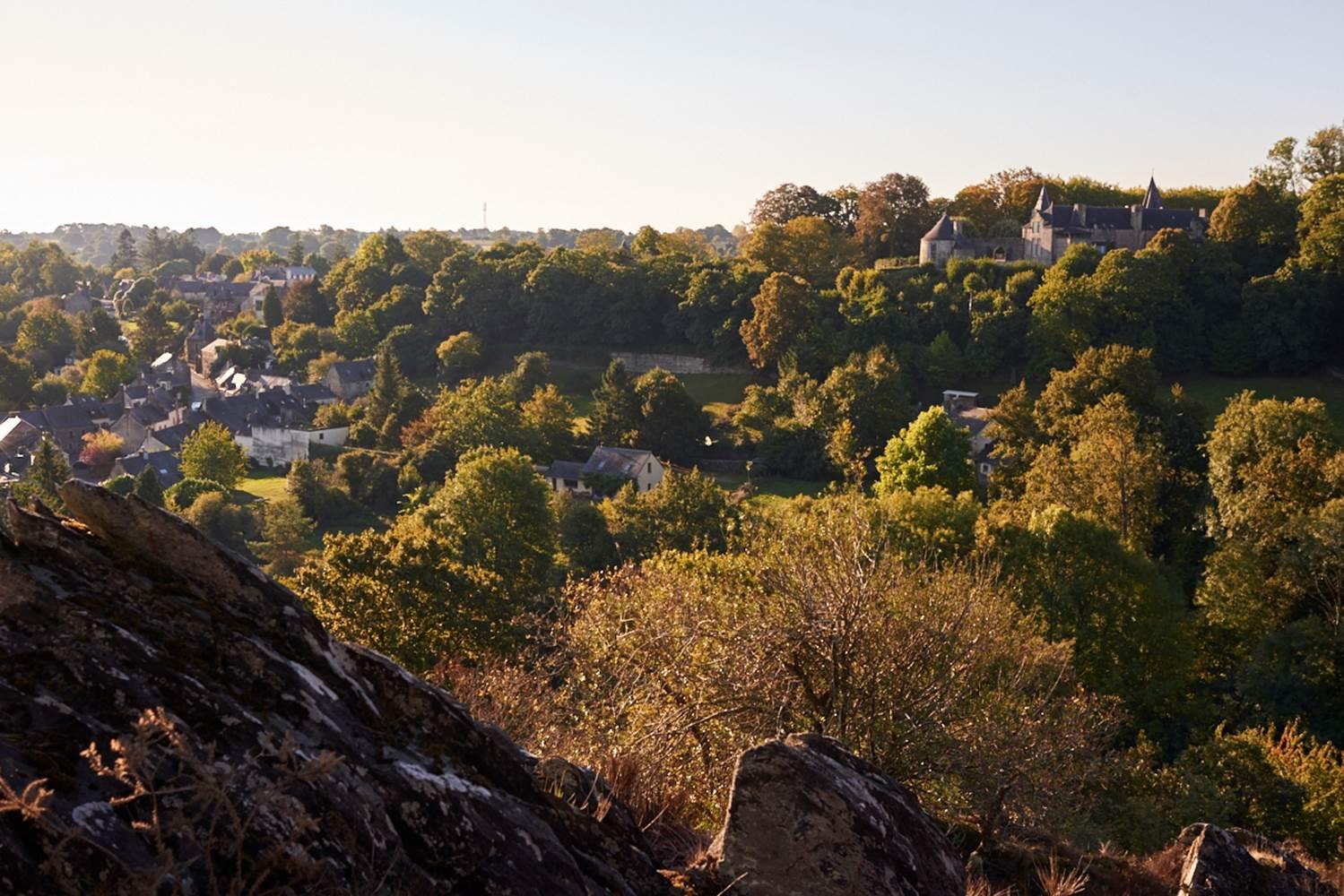 Vue sur le château de Rochefort-en-Terre circuit Les Palis Pluherlin © Rudy Burbant