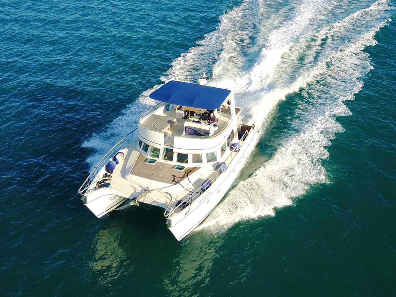 Catamaran à moteur Transcat 48 avec skipper ©