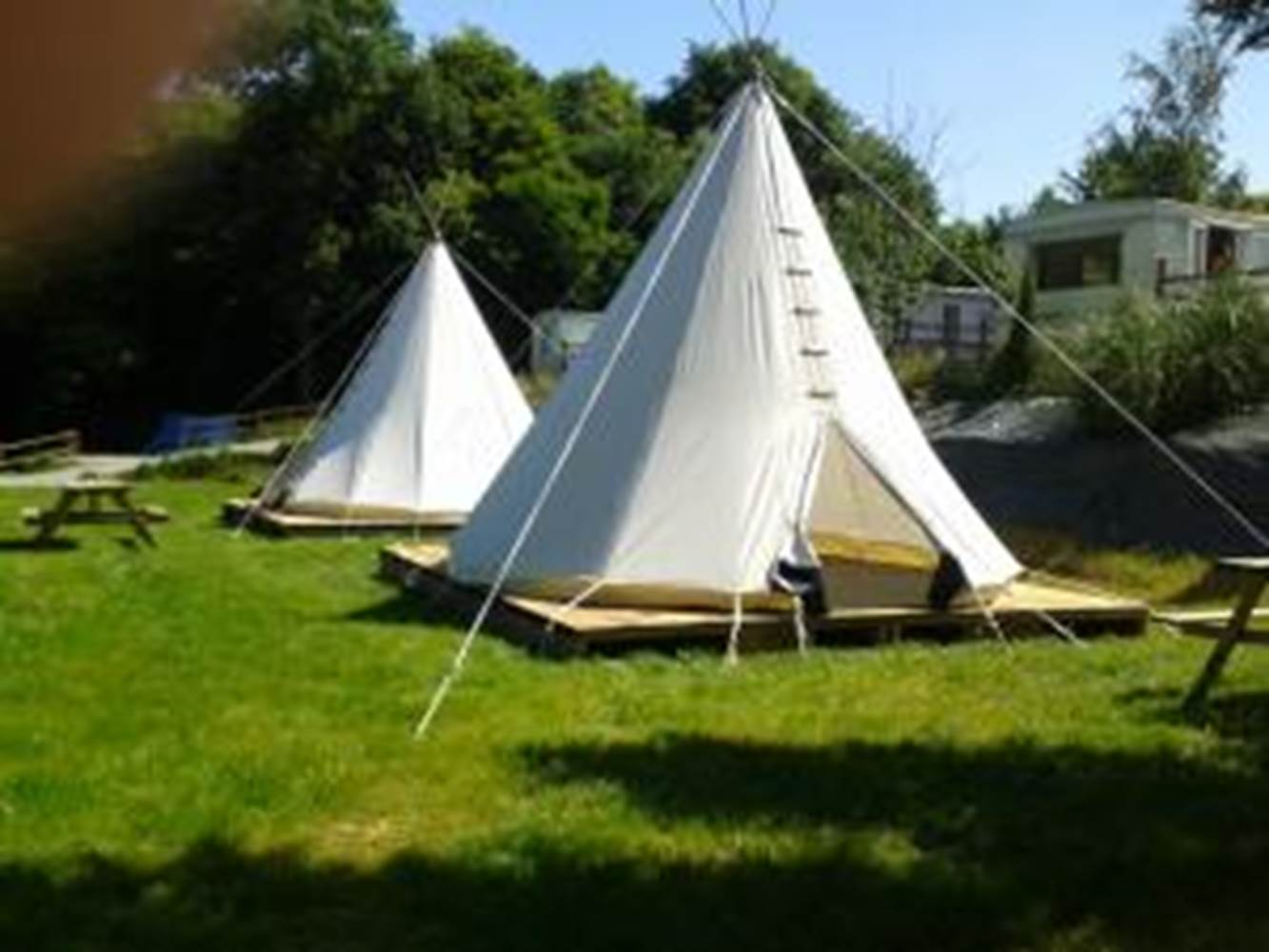 Tipis campings cerisiers © Mme Thimouy