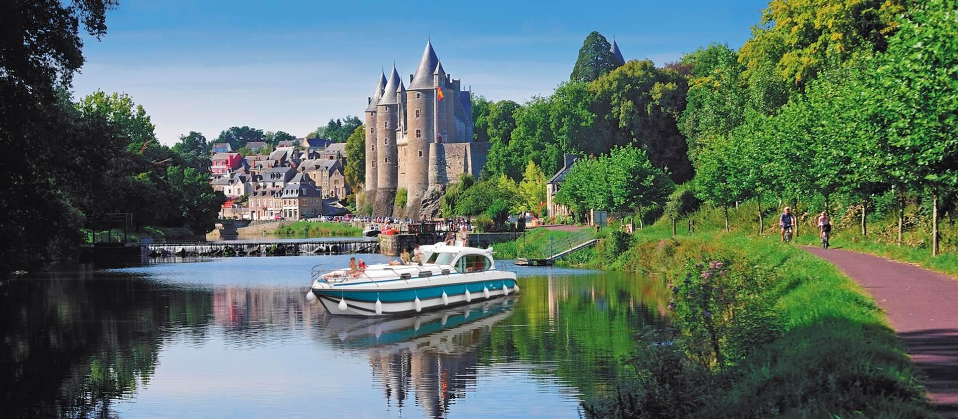 Josselin_Croisiere_canal_Nantes_à_Brest_Morbihan_Bretagne_Sud © Yannick Le Gal - Nicols
