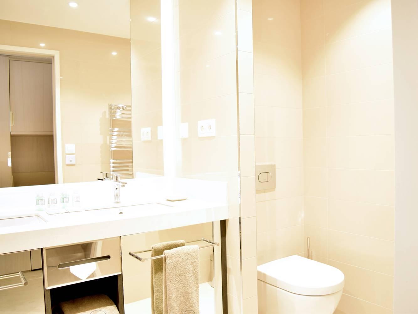 Salle de bains résidence miramar la cigale ©