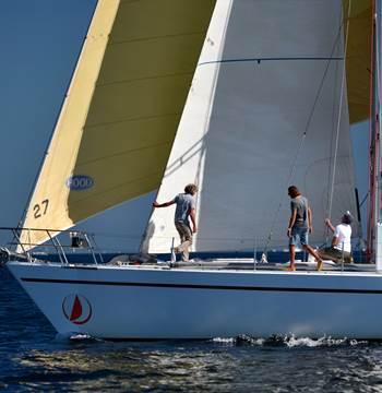 Naviguez sur des monocoques de 21m en Bretagne Sud