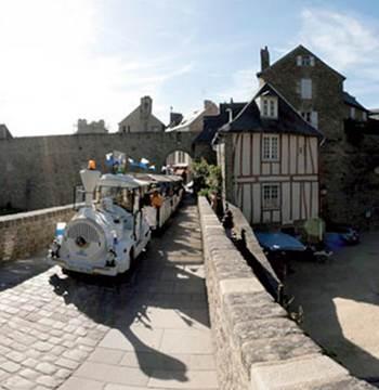 Petit-train-Touristique-Vannes-Golfe-du-Morbihan-Bretagne-Sud