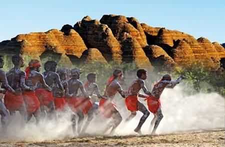 Australie, les pistes du rêve - Film documentaire de Jean Charbonneau  à l'Abbaye de Rhuys
