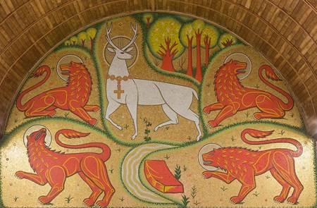 Visite symbolique de l'église du Graal à Tréhorenteuc